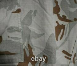 Ensemble Bulgare De Camouflage De Désert De Forces Armées
